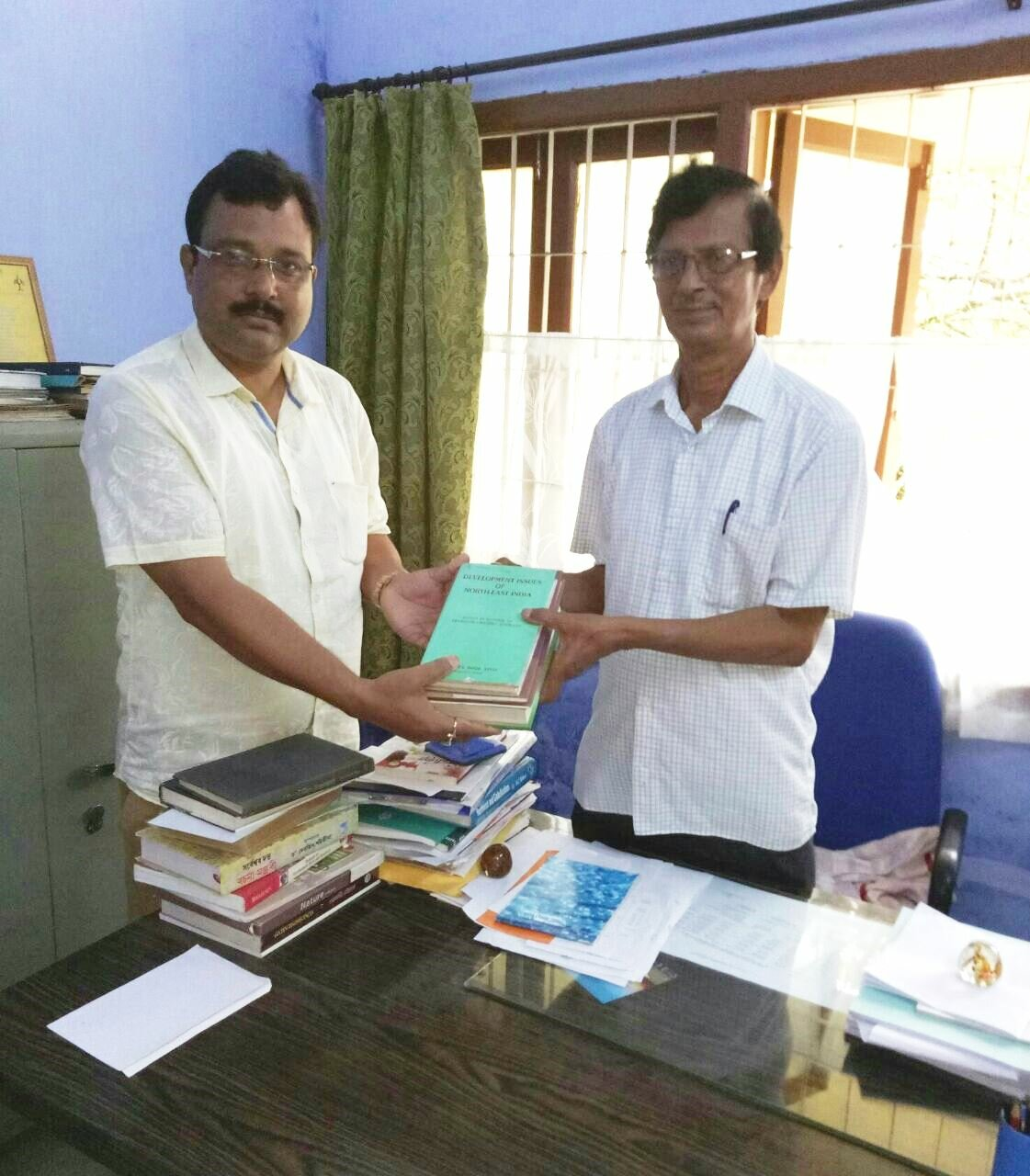 http://majulicollege.org/wp-content/uploads/2017/08/book-donation.jpg